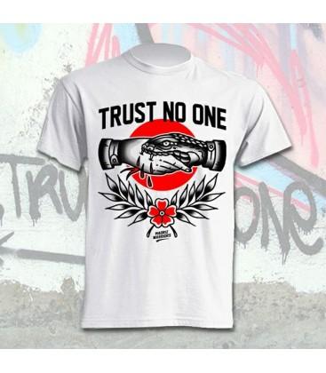Camiseta Trust No One - Madriz Warriors