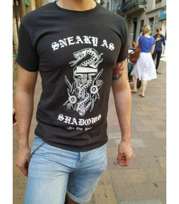 Camiseta Sneaky as Shadows - ITS OUR TURN